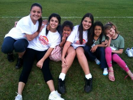 Voluntárias e as crianças!